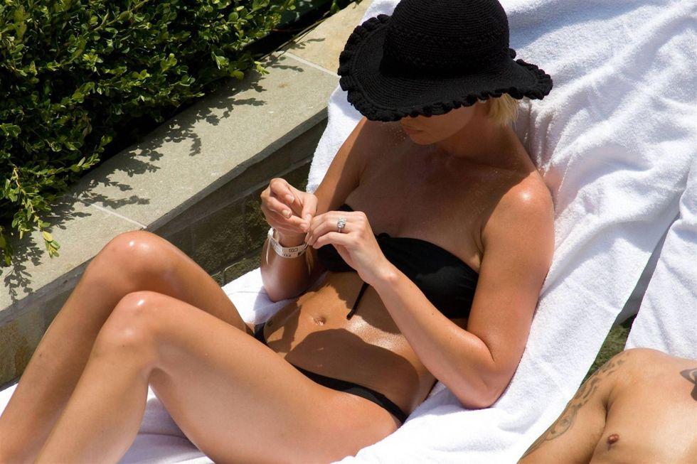 jaime-pressly-in-bikini-at-las-vegas-resort-01