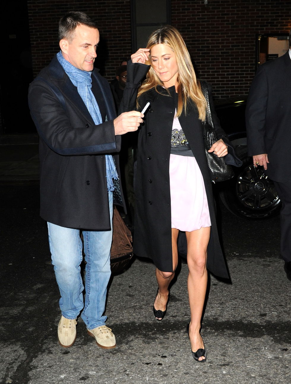 jennifer-aniston-at-the-late-show-with-david-letterman-in-new-york-01