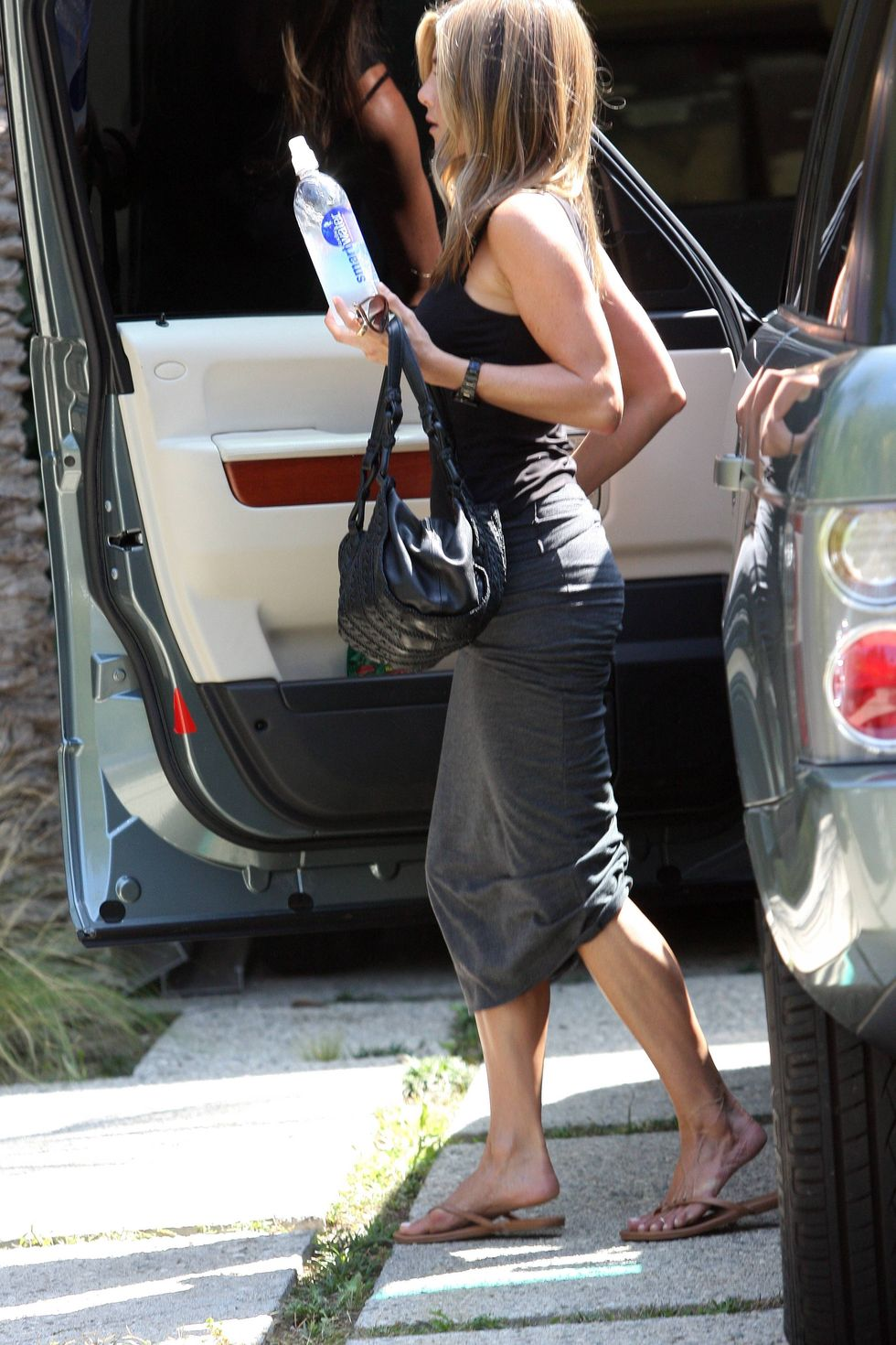 jennifer-aniston-candids-in-beverly-hills-01
