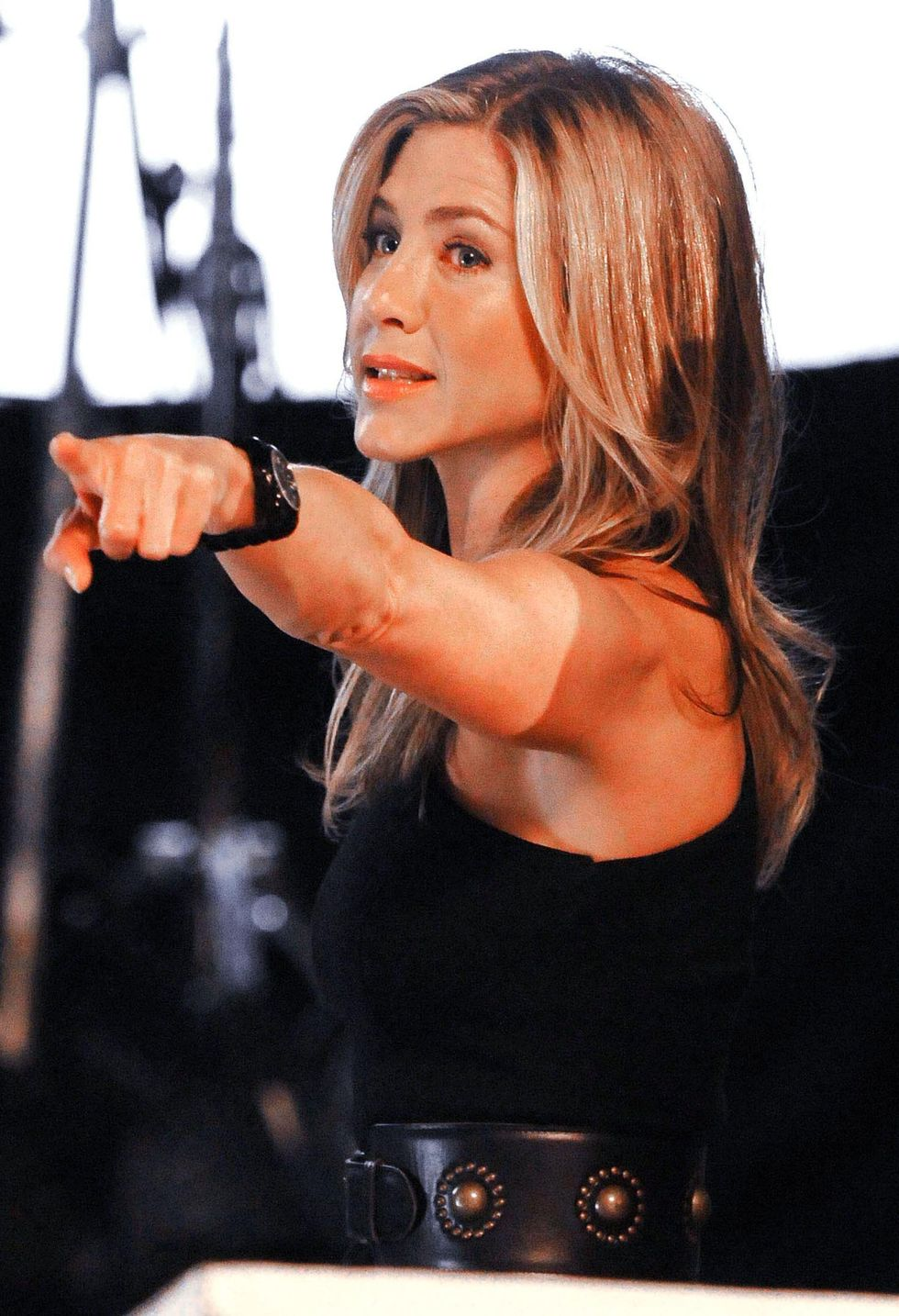 jennifer-aniston-on-the-set-of-30-rock-in-new-york-01