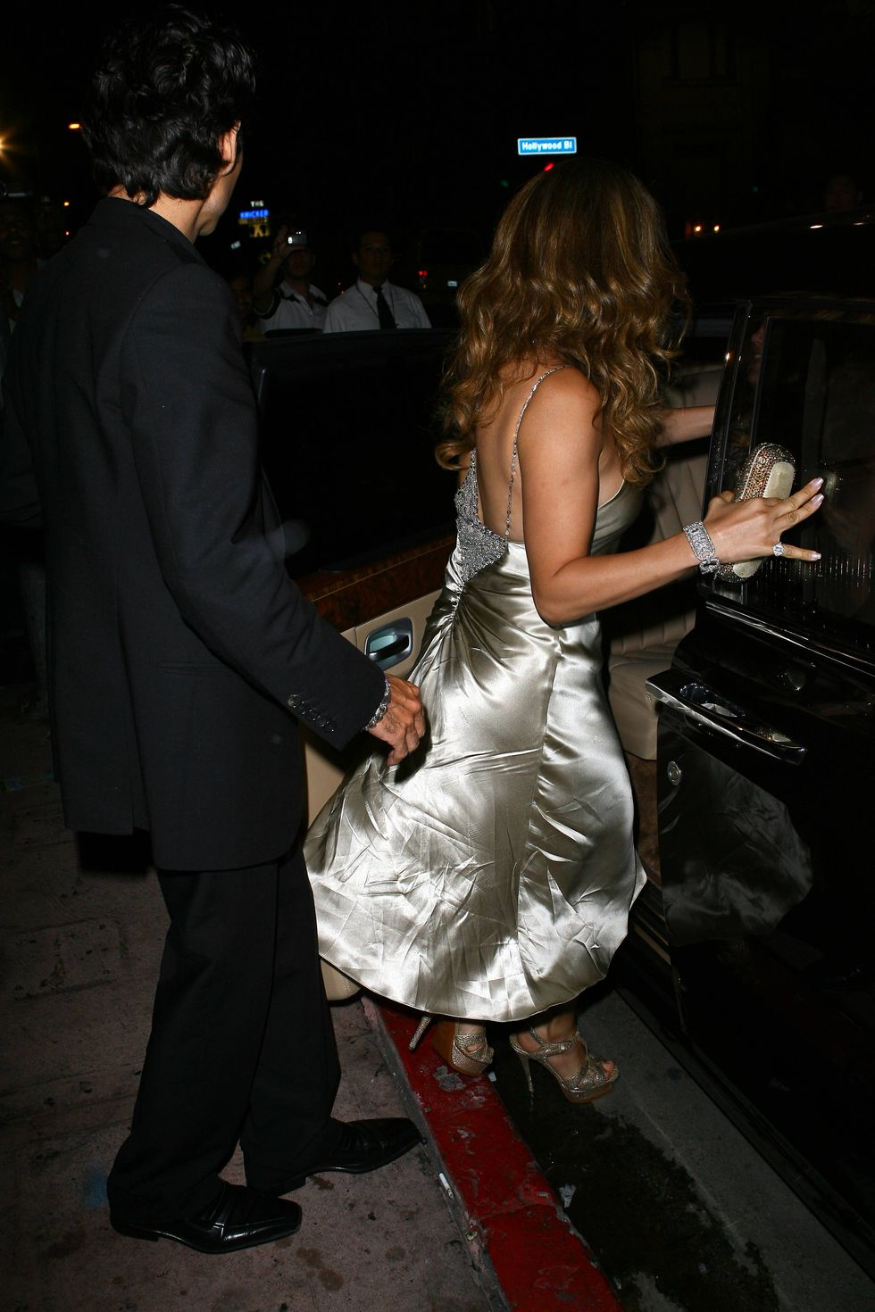 jennifer-lopez-at-beso-restaurant-in-los-angeles-01