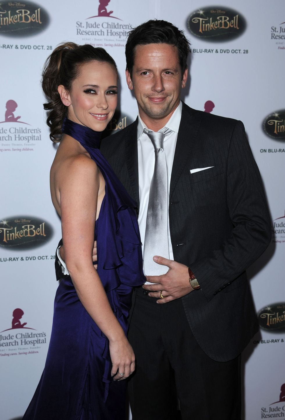 jennifer-love-hewitt-5th-annual-runway-for-life-gala-in-beverly-hills-01