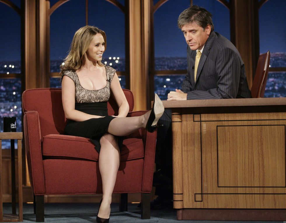 jennifer-love-hewitt-at-the-late-late-show-with-craig-ferguson-in-los-angeles-01