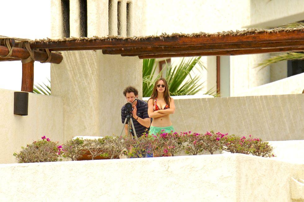 jennifer-love-hewitt-bikini-candids-at-a-hotel-in-mexico-01