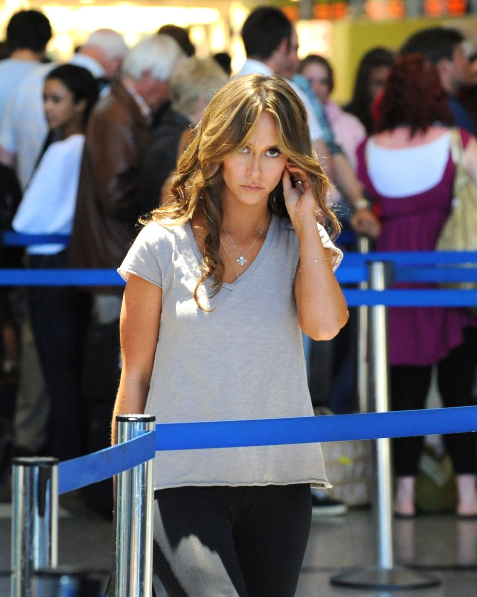 jennifer-love-hewitt-candids-at-lax-airport-01