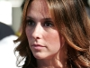 jennifer-love-hewitt-christmas-eve-at-the-los-angeles-mission-12