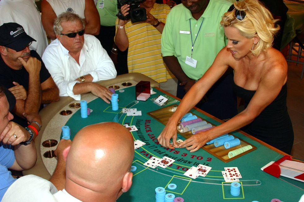 jenny-mccarthy-at-blackjack-tournament-in-nassau-01