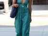 jessica-alba-cleavage-candids-in-los-angeles-3-01