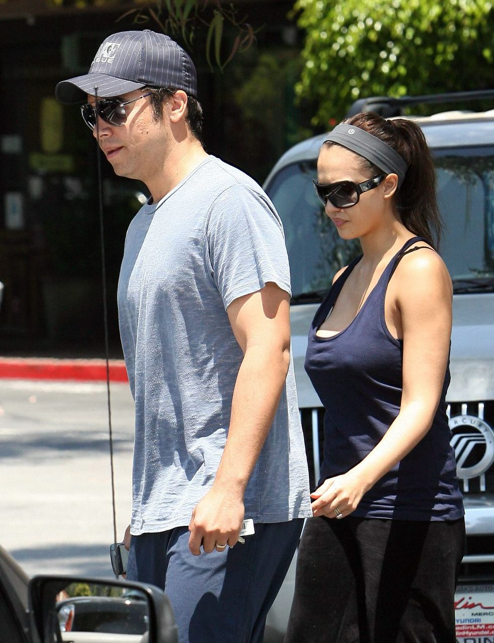 jessica-alba-cleavage-candids-in-los-angeles-03