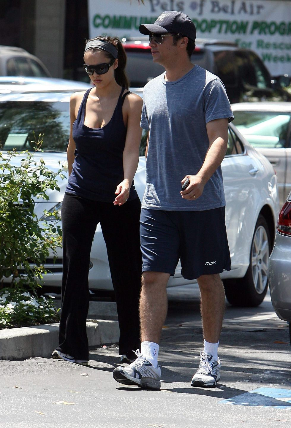 jessica-alba-cleavage-candids-in-los-angeles-07