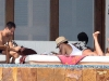 jessica-alba-sunbathing-candids-in-cabo-02