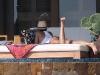 jessica-alba-sunbathing-candids-in-cabo-03