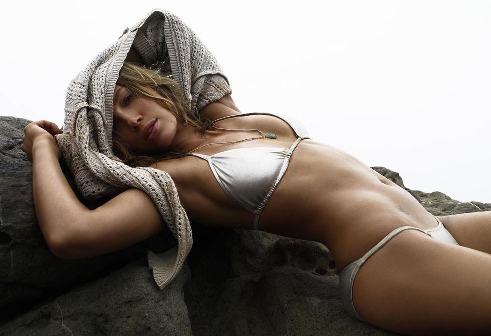 jessica-biel-bikini-photoshoot-for-gq-magazine-hq-01