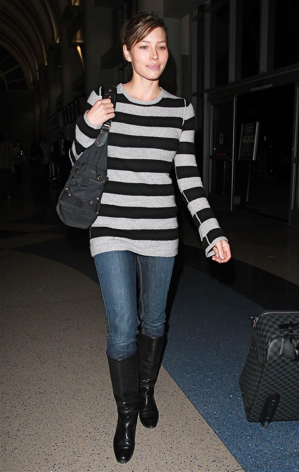 jessica-biel-candids-at-los-angeles-international-airport-01