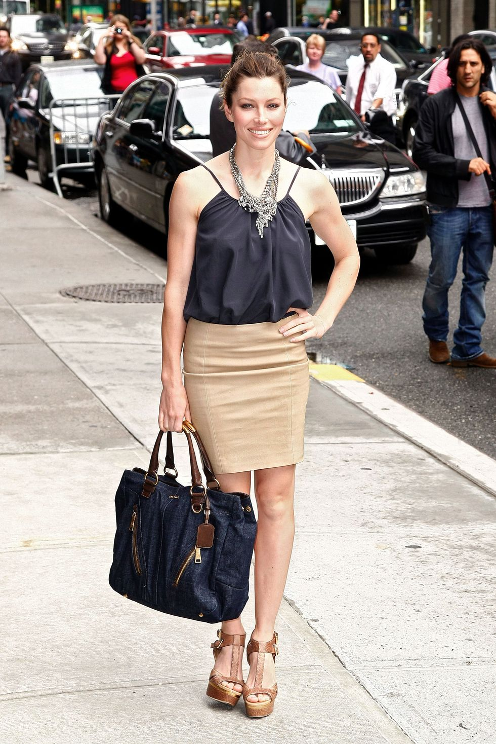 jessica-biel-visits-the-late-show-with-david-letterman-in-new-york-01