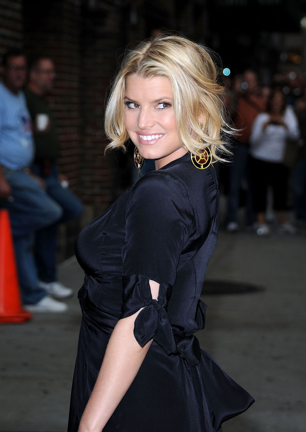 jessica-simpson-at-the-late-show-with-david-letterman-in-new-york-city-05