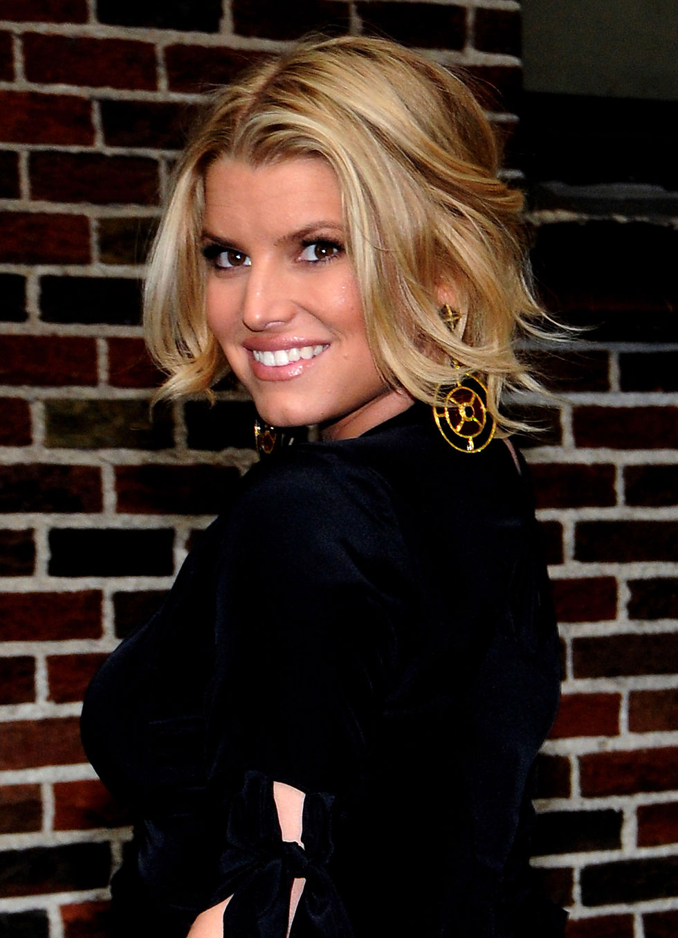 jessica-simpson-at-the-late-show-with-david-letterman-in-new-york-city-16