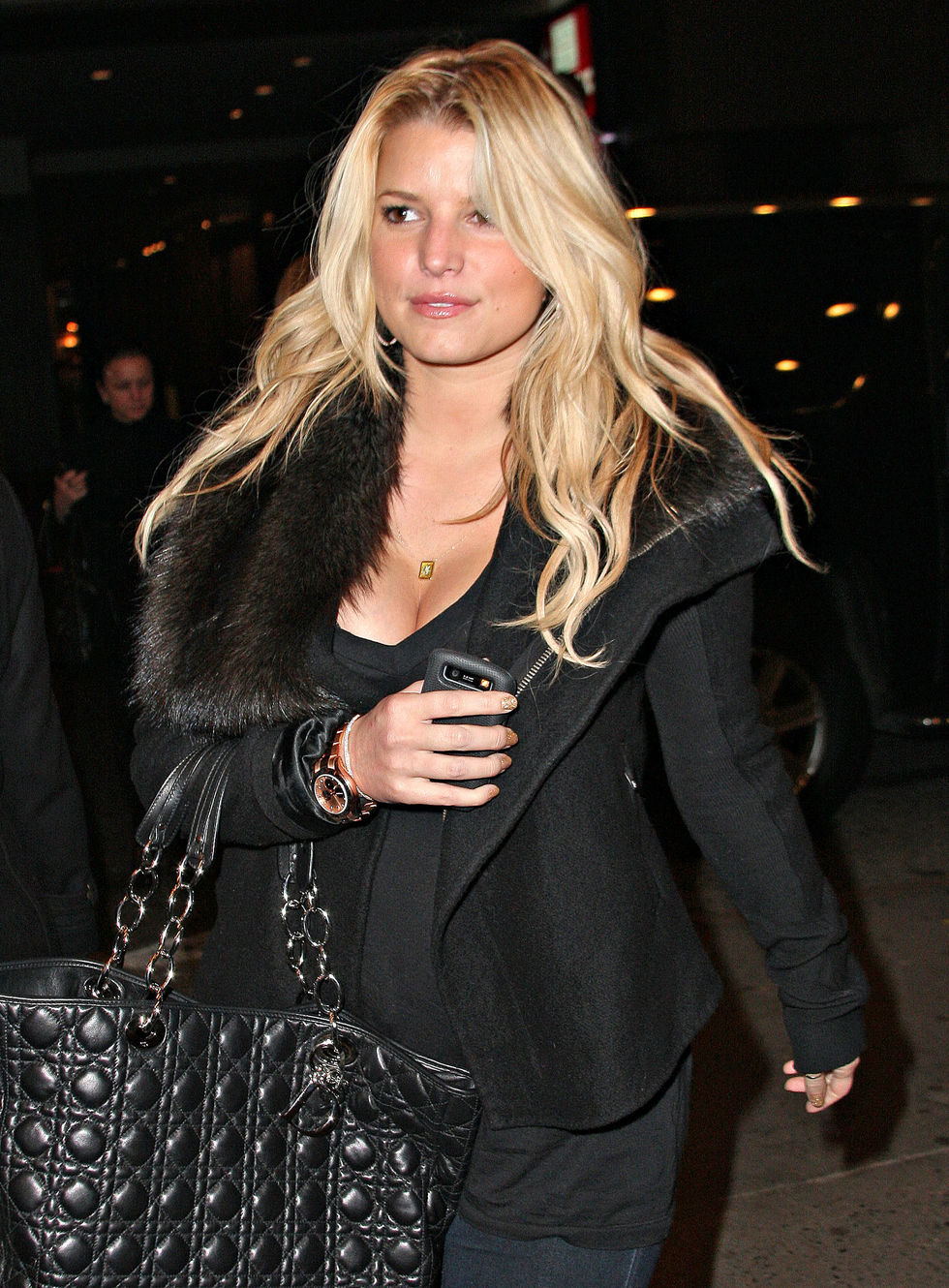jessica-simpson-cleavage-candids-in-new-york-01