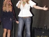 jessica-simpson-cleavagy-at-concert-in-canada-05