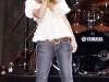 jessica-simpson-cleavagy-at-concert-in-canada-11