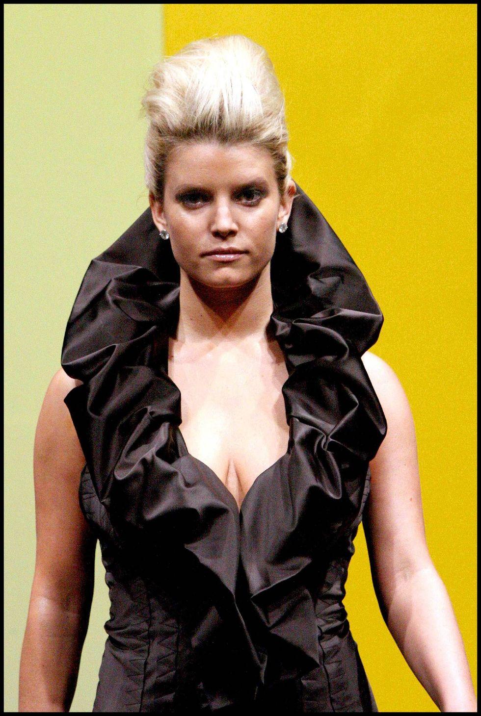 jessica-simpson-ozlem-suer-fashion-show-in-paris-01