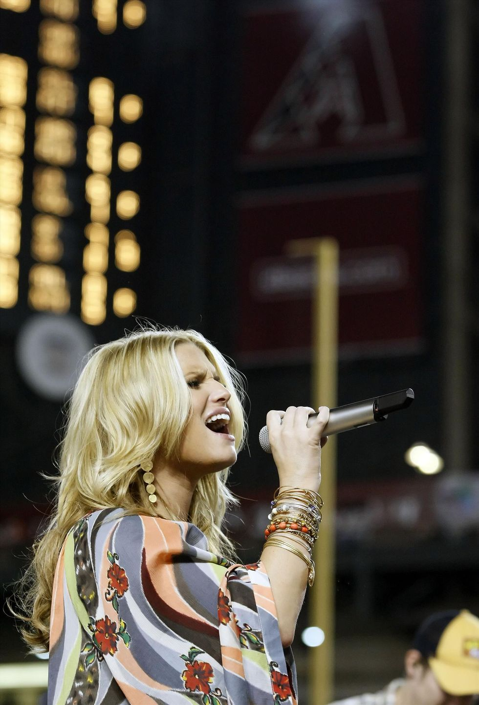 jessica-simpson-performing-at-chase-field-in-phonix-01