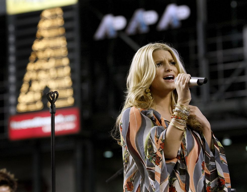 jessica-simpson-performing-at-chase-field-in-phonix-04