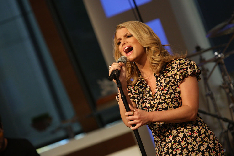 jessica-simpson-performs-at-cbs-the-early-show-in-new-york-city-10
