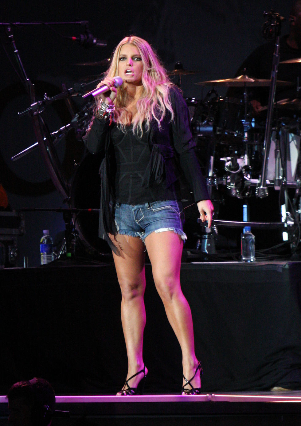 jessica-simpson-performs-at-cricket-wireless-amphitheatre-01