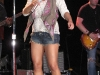 jessica-simpson-performs-at-sea-world-in-san-antonio-09