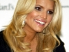 jessica-simpson-signs-autographs-at-dillards-stonebriar-centre-02