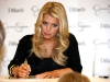jessica-simpson-signs-autographs-at-dillards-stonebriar-centre-03