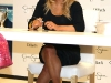 jessica-simpson-signs-autographs-at-dillards-stonebriar-centre-06