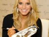jessica-simpson-signs-autographs-at-dillards-stonebriar-centre-07