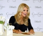 jessica-simpson-signs-autographs-at-dillards-stonebriar-centre-08
