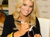 jessica-simpson-signs-autographs-at-dillards-stonebriar-centre-09