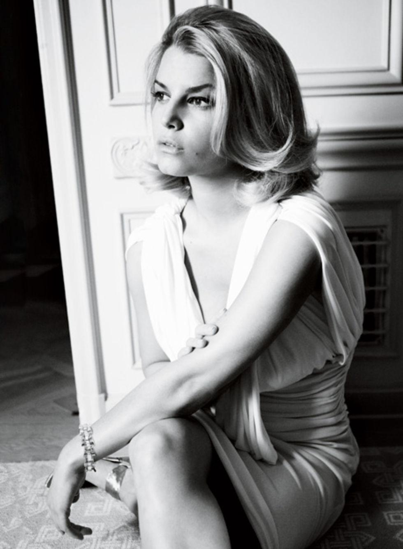 jessica-simpson-vanity-fair-magazine-june-2009-lq-03