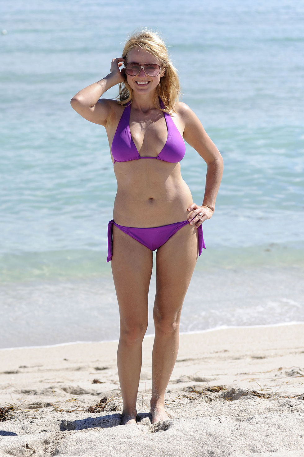 jewel-kilcher-in-bikini-at-the-beach-in-miami-01