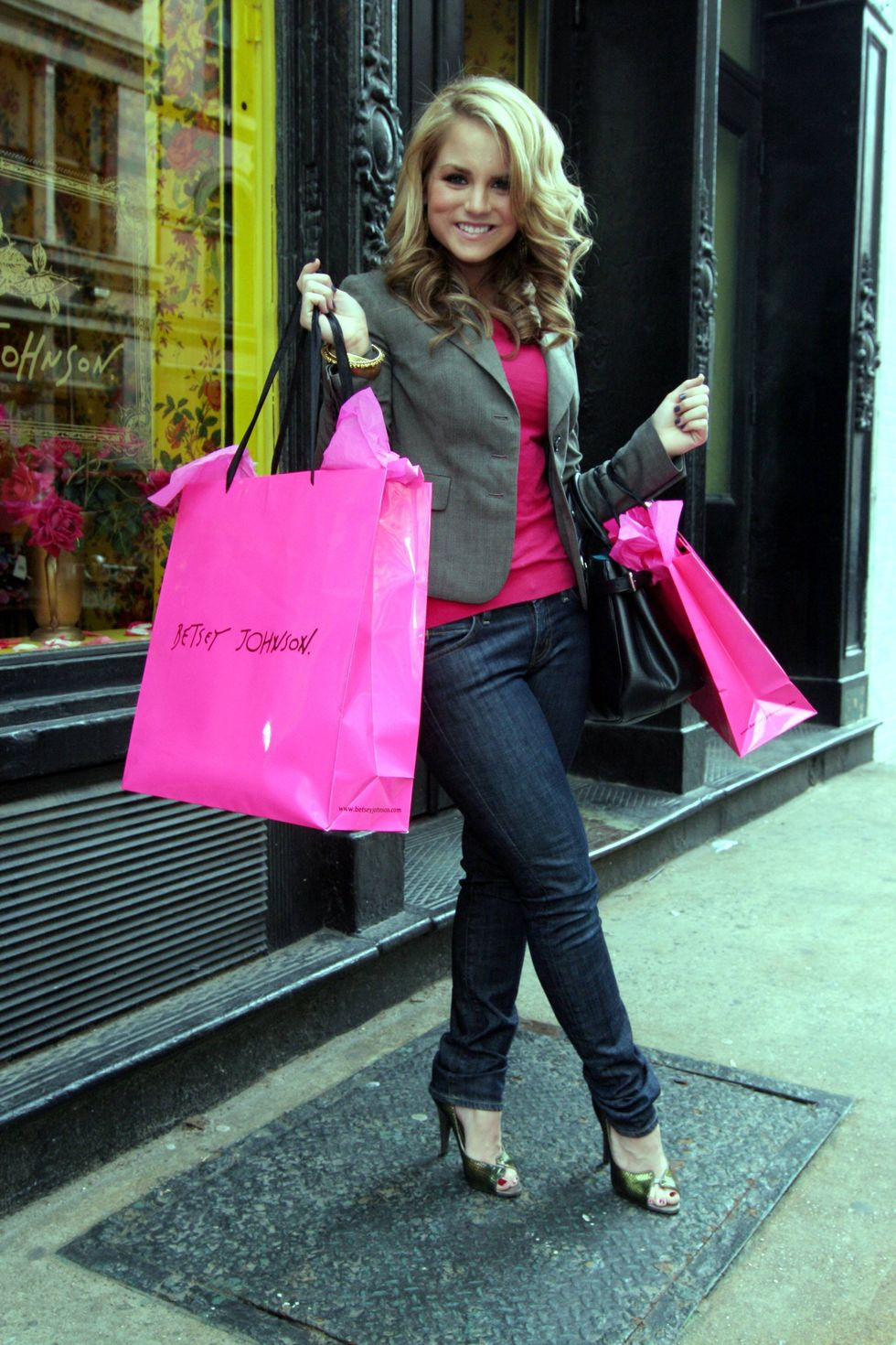 jojo-at-betsey-johnson-boutique-in-soho-01