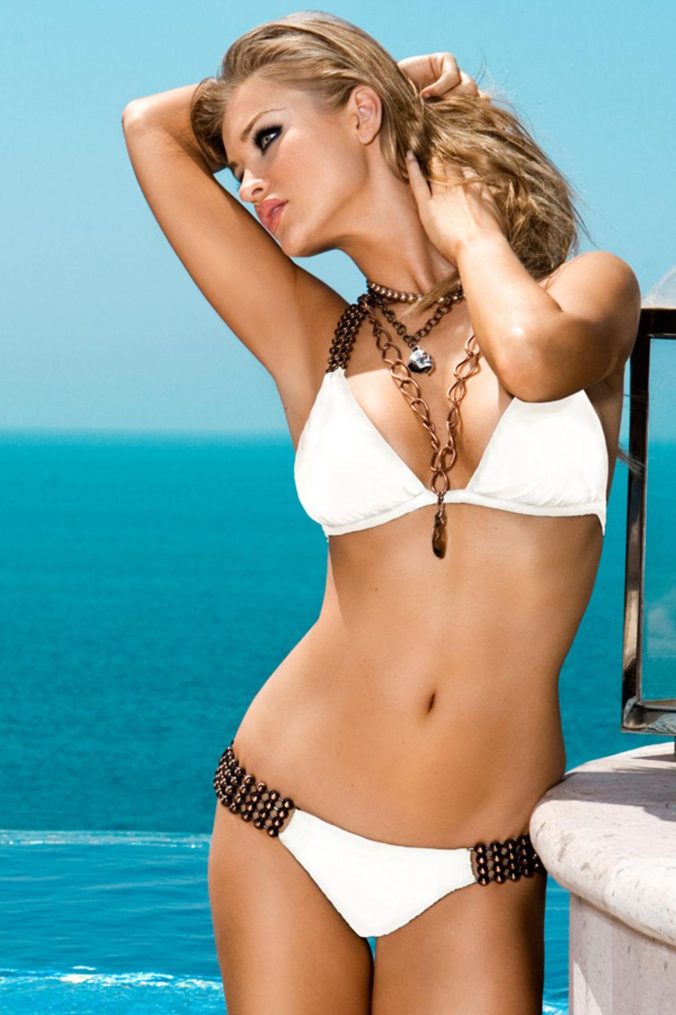 Фото девушки модели в бикини