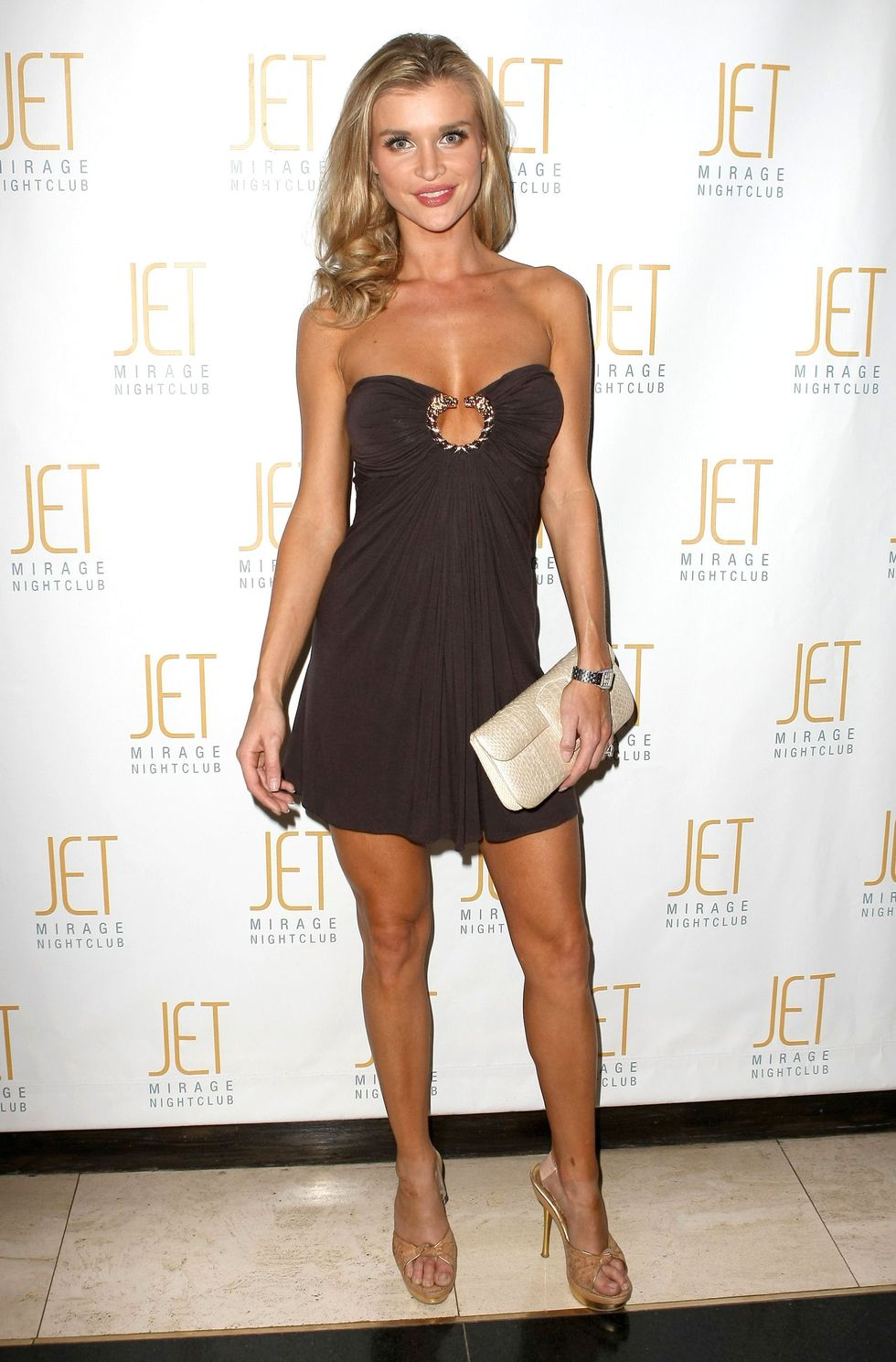 joanna-krupa-hosting-friday-night-at-jet-nightclub-in-las-vegas-01