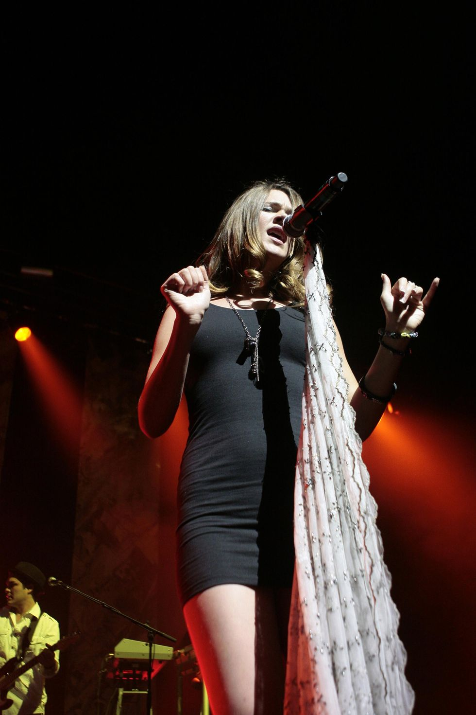 joss-stone-performing-live-at-the-olympia-in-paris-01