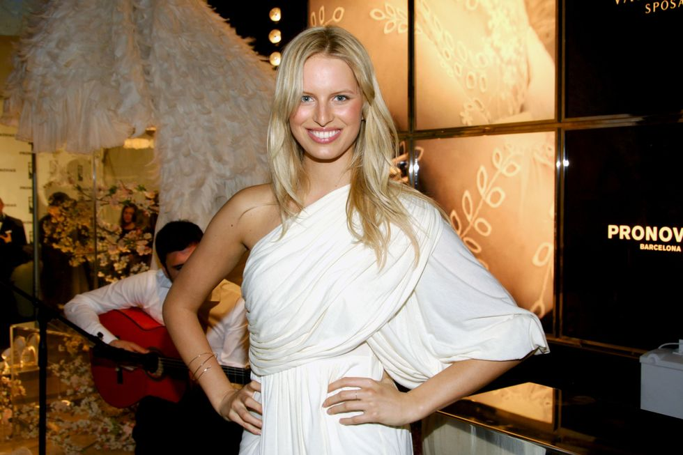 karolina-kurkova-grand-opening-of-the-pronovias-flagship-store-in-new-york-01