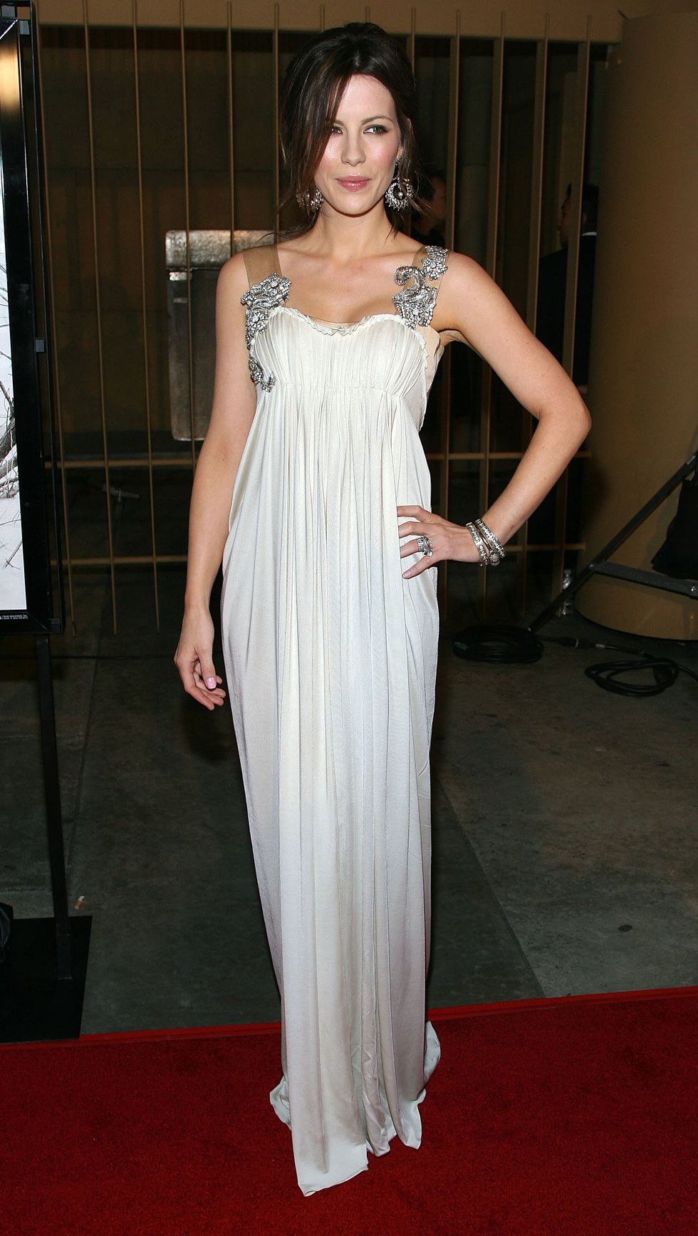 kate-beckinsale-at-snow-angels-premiere-in-los-angeles-01