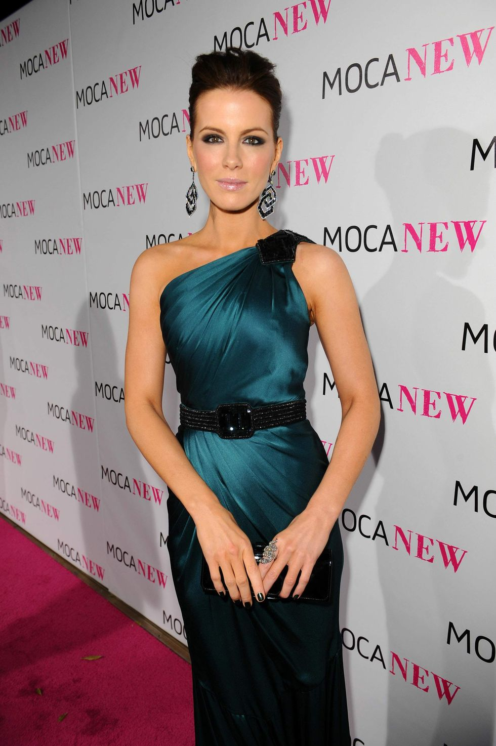 kate-beckinsale-moca-new-30th-anniversary-gala-in-los-angeles-01