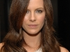 kate-beckinsale-r-y-augousti-and-barneys-dinner-for-nothing-but-the-truth-in-beverly-hills-08