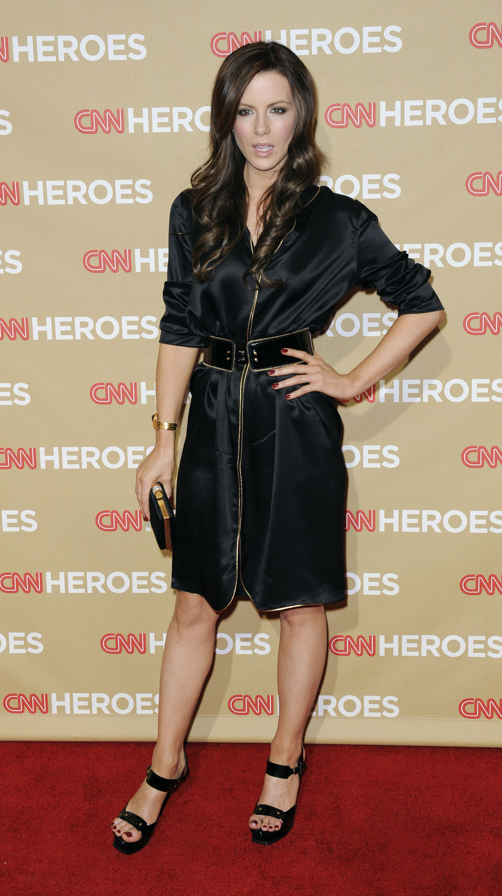 kate-beckinsale-second-annual-cnn-heroes-an-all-star-tribute-in-hollywood-01