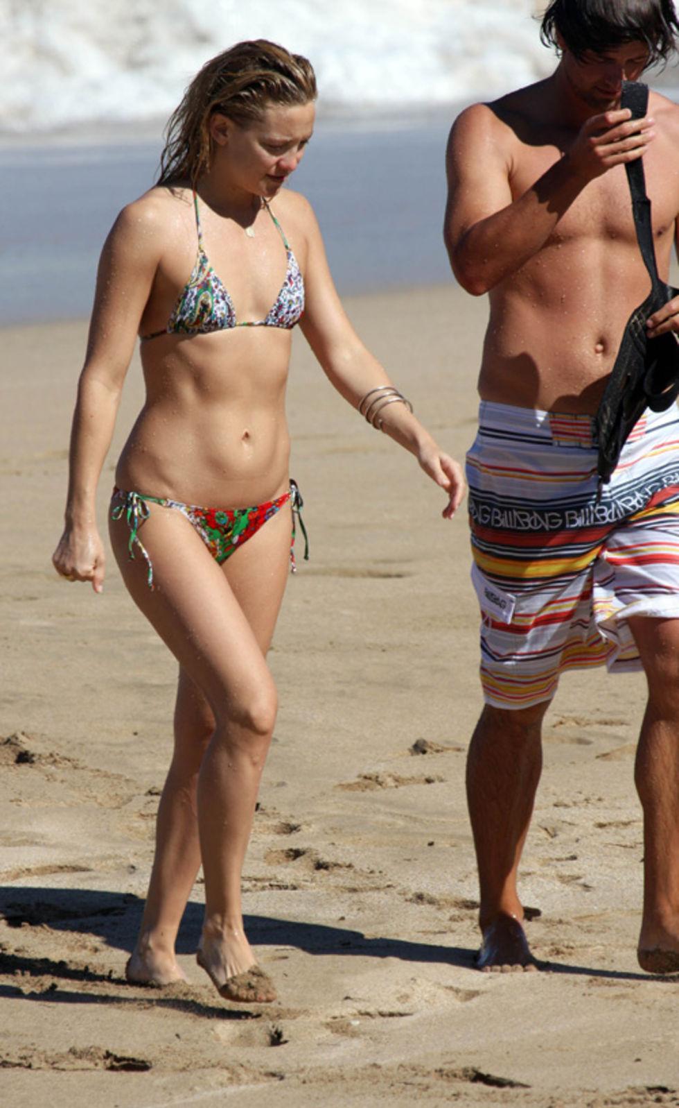 kate-hudson-bikini-candids-in-hawaii-01