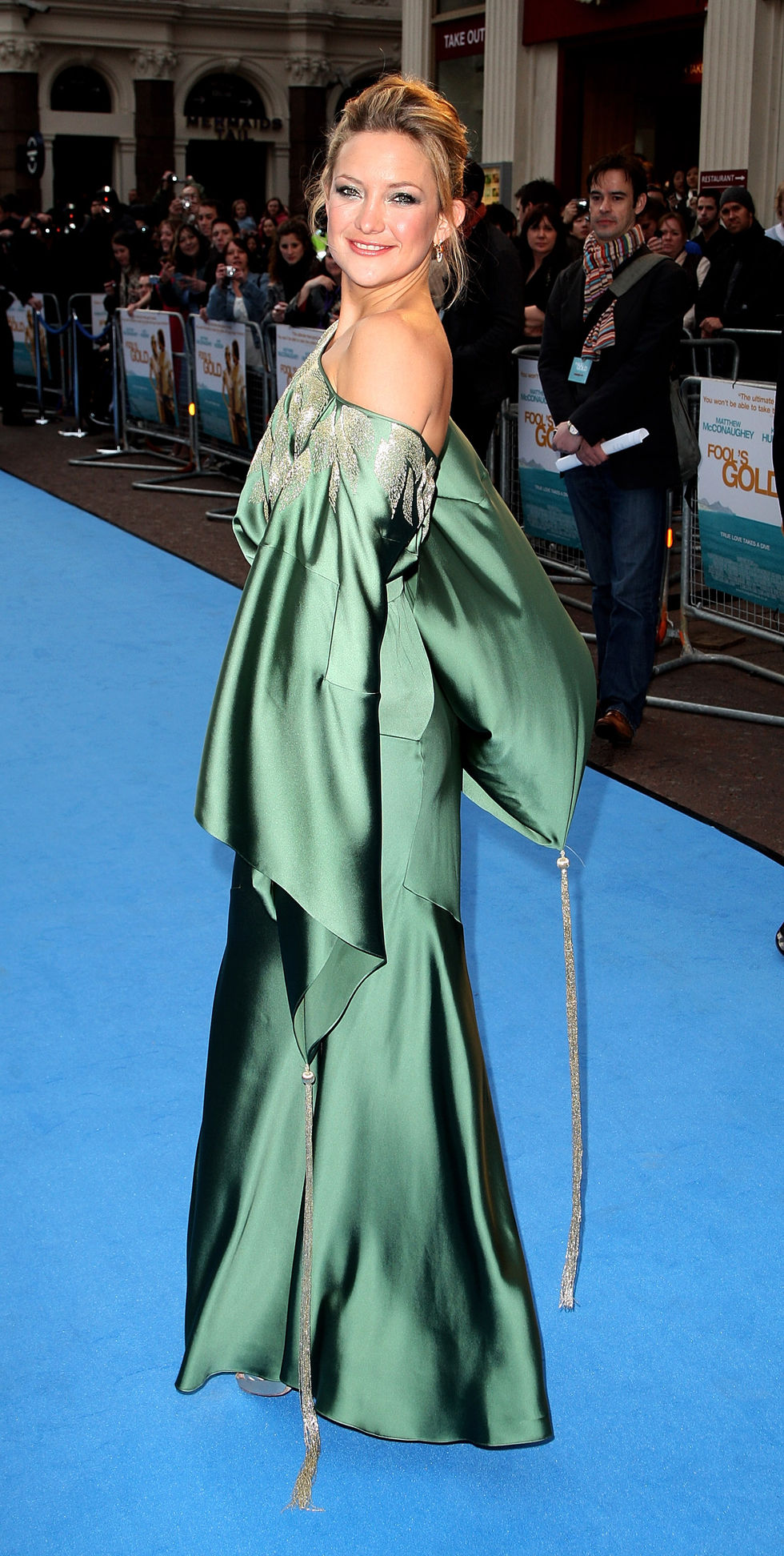 kate-hudson-fools-gold-premiere-in-london-01