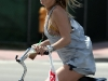 kate-hudson-riding-her-bike-in-miami-06